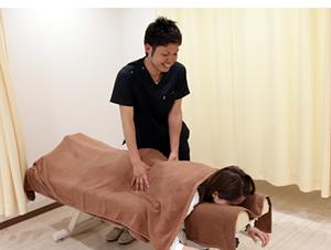おはな整骨院六甲院 腰痛治療風景01